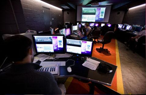 With the largest and most up-to-date facilities and technologies in the denomination, the School of Visual Art and Design is equipped with state-of-the-art animation, graphic design, and film classrooms.